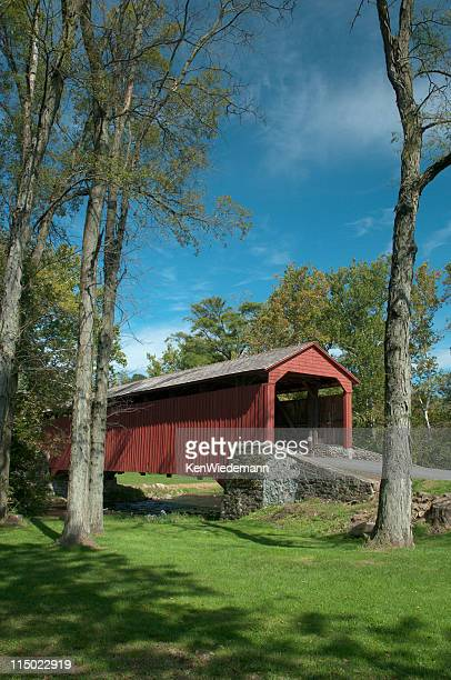 poole forge covered bridge - lancaster county pennsylvania stock pictures, royalty-free photos & images