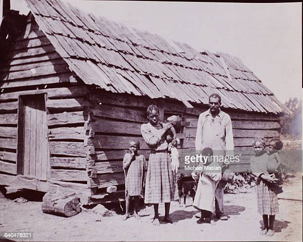 Poor family in front of their log cabin in Texas, 1909.