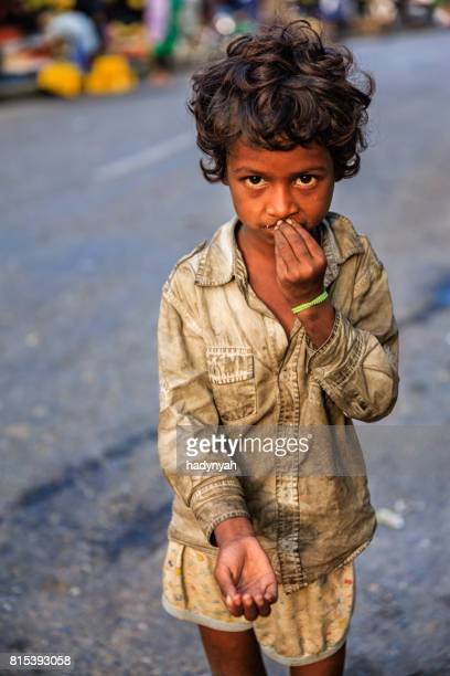 poor indian girl asking for help - begging social issue imagens e fotografias de stock