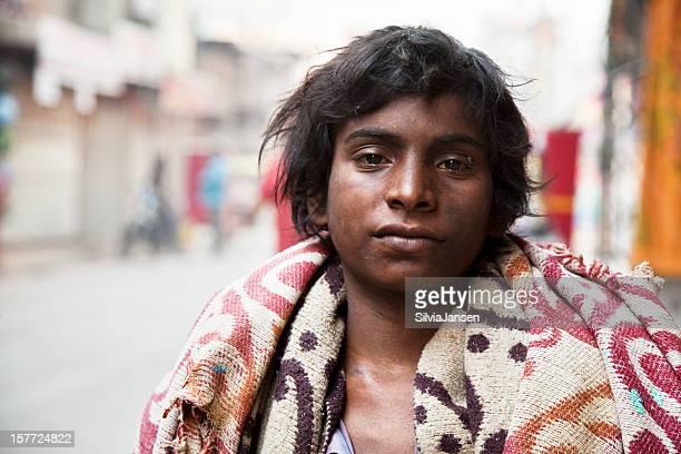 Schlechte junger Indischer Mann