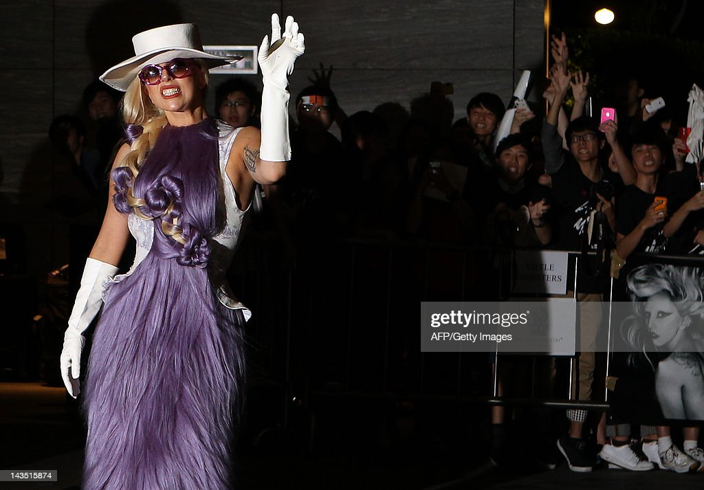 US pop diva Lady Gaga poses for photogra : News Photo