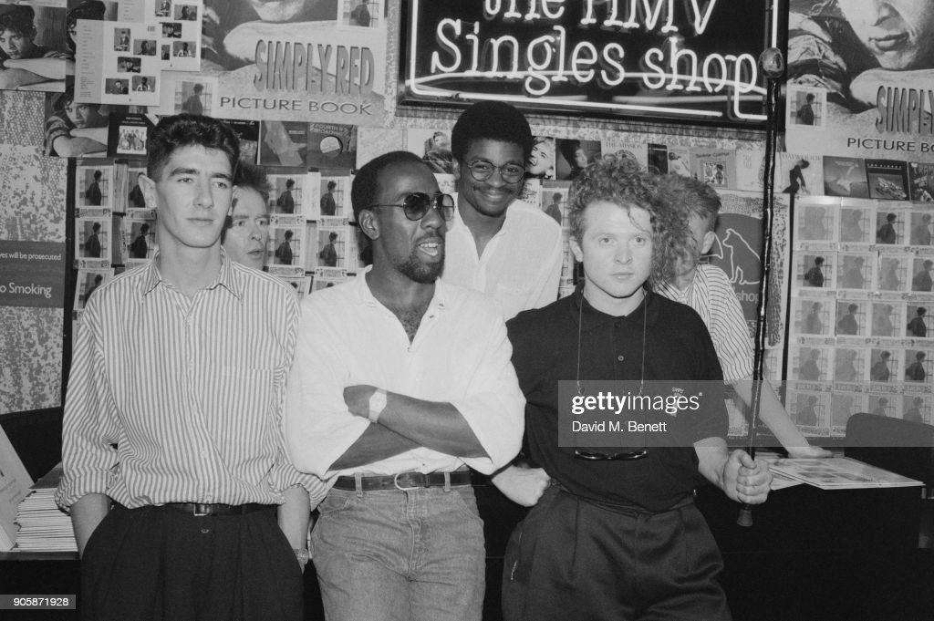 Pop group 'Simply Red' featuring singer Mick 'Red' Hucknall, keyboardist Fritz McIntyre, keyboardist Tim Kellett, bass player Tony Bowers, drummer Chris Joyce and guitarist Sylvan Richardson at the The Limelight to promote their album 'Picture Book', circa 1986.