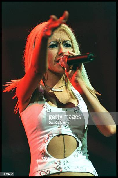Pop sensation Christina Aguilera performs on stage October 7 2000 at Tiger Jam III the third annual fundraiser for the Tiger Woods Foundation that...