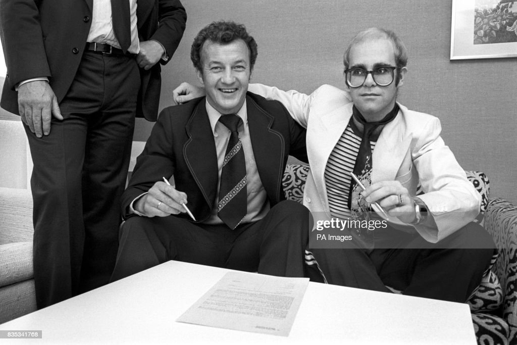 Soccer - Elton John - First Signing as Watford Football Club Chairman - Coventry : News Photo