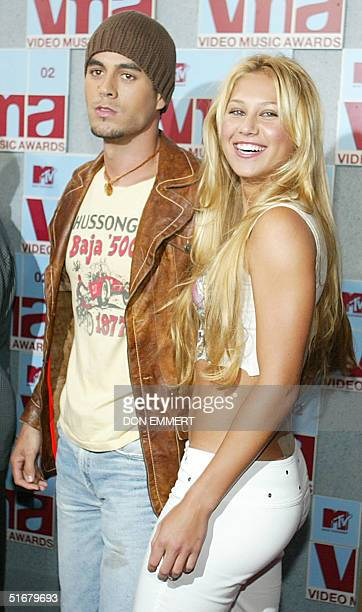 Pop singer Enrique Iglesias and tennis player Anna Kournikova arrive at the MTV Video Music Awards 29 August 2002 in New York Iglesias was a...