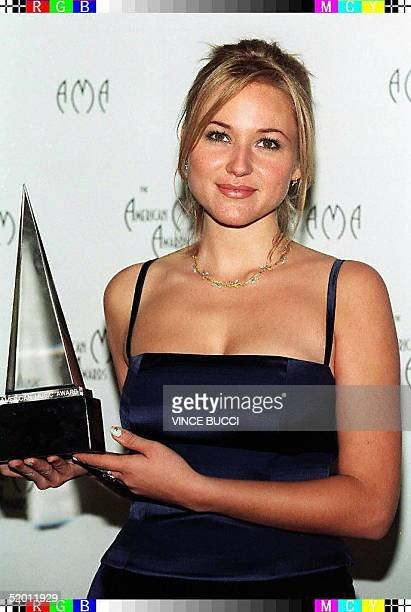Pop singer Jewel holds the award she won during the 24th Annual American Music Awards 27 January in Los Angeles, California. Jewel was selected...