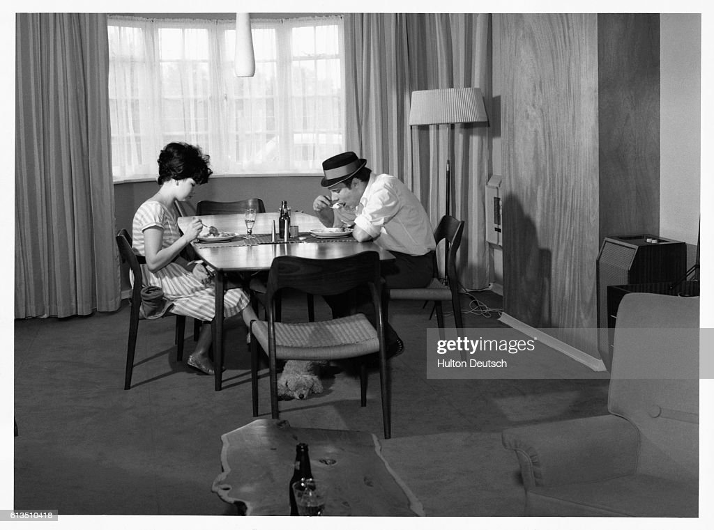 Joyce and Marty Wilde Eat Lunch : News Photo