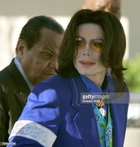 Pop singer Michael Jackson enters the Santa Barbara County Court in Santa Maria with his father Joe during the third week of his child molestation...