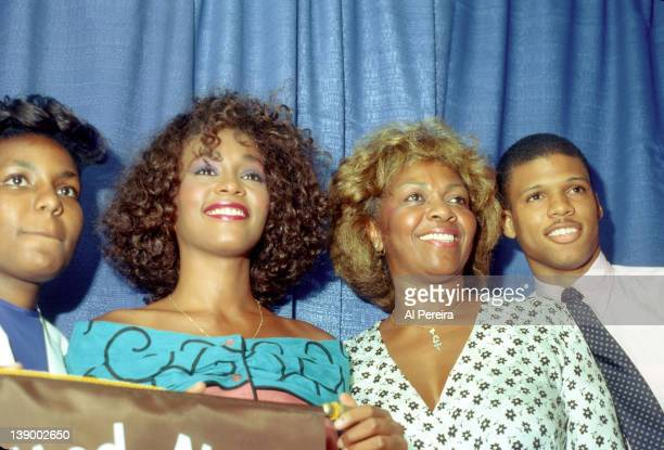 Pop singer Whitney Houston and her mom singer Cissy Houston attend a press conference for the United Negro College Fund on July 13 1986 in New York...