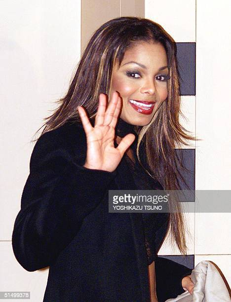 US pop star Janet Jackson waves to reporters to say goodby after a press conference in Tokyo 10 January 2002 after hearing she received the Favorite...