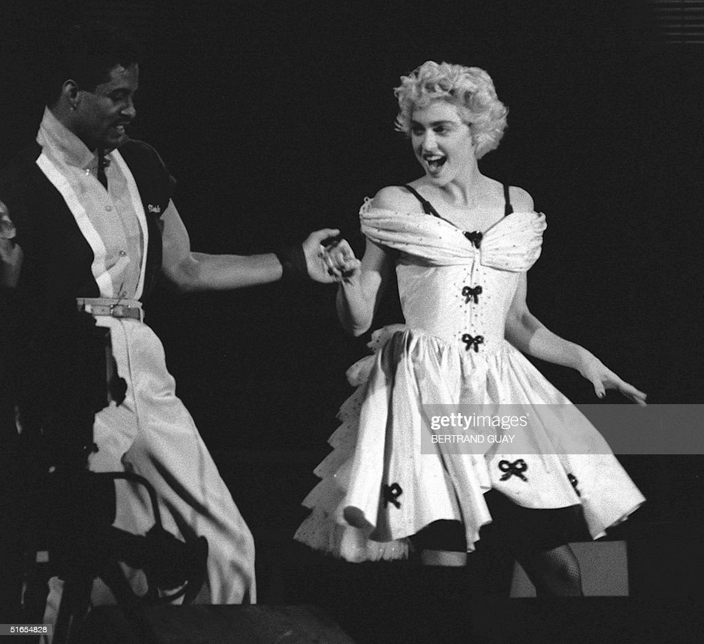 US pop star Madonna performs along with an unident : News Photo