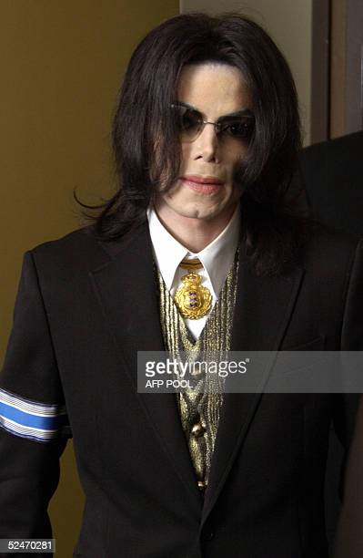 US pop star Michael Jackson arrives at the Santa Barbara County Courthouse for day 18 in his child molestation trial 23 March 2005 in Santa Maria...