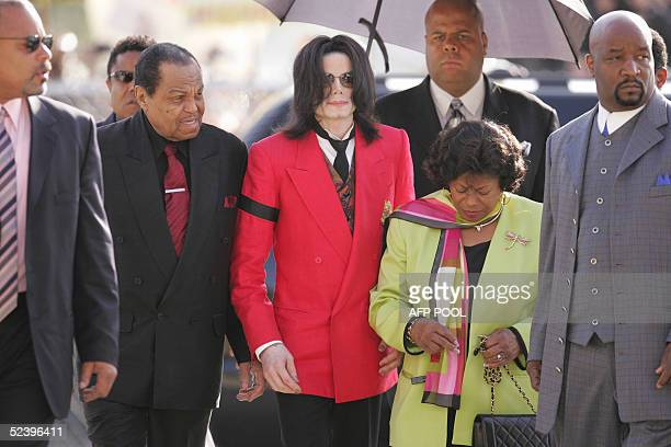 US pop star Michael Jackson arrives with his father Joe Jackson and mother Katherine Jackson at the Santa Barbara County Courthouse in Santa Maria...
