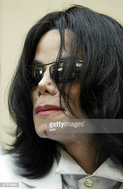 Pop star Michael Jackson leaves the courthouse after the morning session of a pretrial hearing in the child molestation case against Jackson 17...