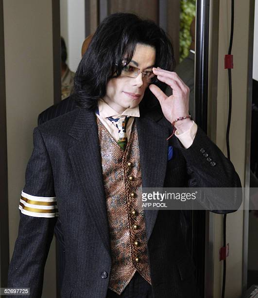 US pop star Michael Jackson removes his glasses as he passes through a magnetometer at the Santa Barbara County courthouse 26 April 2005 in Santa...