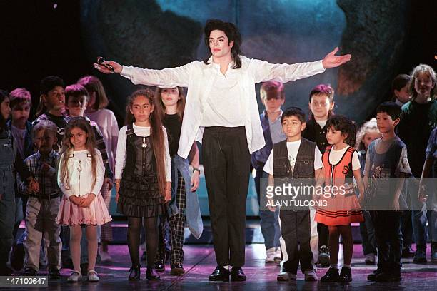 US pop star Michael Jackson sings with children on stage during the 8th World Music Awards ceremony in Monaco on May 9 1996 AFP PHOTO ALAIN FULCONIS