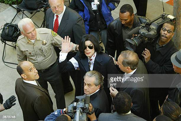 Pop star Michael Jackson waves as he arrives for his arraignment on child molestation charges 16 January 2004 at the courthouse in Santa Maria...