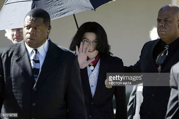 US pop star Michael Jackson waves to supporters after attending jury selection 01 February 2005 at the Santa Barbara County Court in Santa Maria CA...
