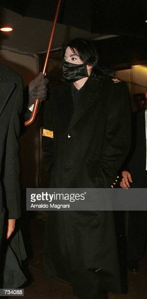 Pop star Michael Jackson wears a wig and makeup November 20 2000 as he leaves the Denise Rich building on 5th Ave and 60th St possibly to see the...