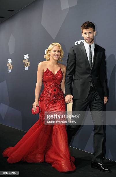 Pop star Shakira and Gerard Pique of Barcelona pose for photos after arriving at the FIFA Ballon d'Or Gala 2011 at the Kongresshaus on January 09...