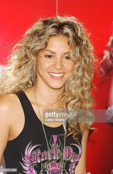 Pop star Shakira poses at a photocall to launch her new album Fijacion Oral at Hotel Santo Mauro on May 19 2005 in Madrid Spain