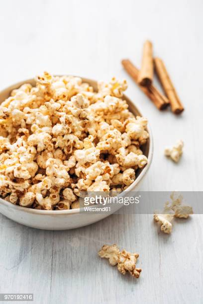 Popcorn flavoured with cinnamon and birch sugar