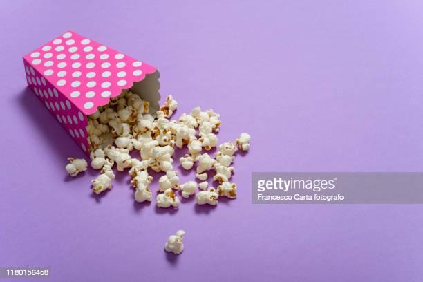 popcorn - color out of space 2019 film stockfoto's en -beelden