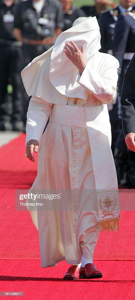 Pope BENEDICT XVI arrives in Cologne / Bonn to visit the XX. World Youth Day on August 18, 2005 in Cologne, Germany.