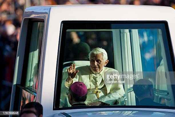 Pope Benedict XVI arrives to lead a morning mass at Domplatz square in front of the Erfurter Dom cathedral on September 24 2011 in Erfurt Germany The...