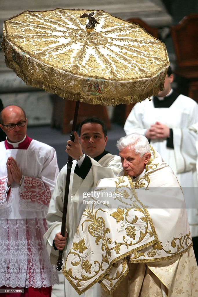 [Obrazek: pope-benedict-xvi-attends-the-paschal-tr...d112777886]