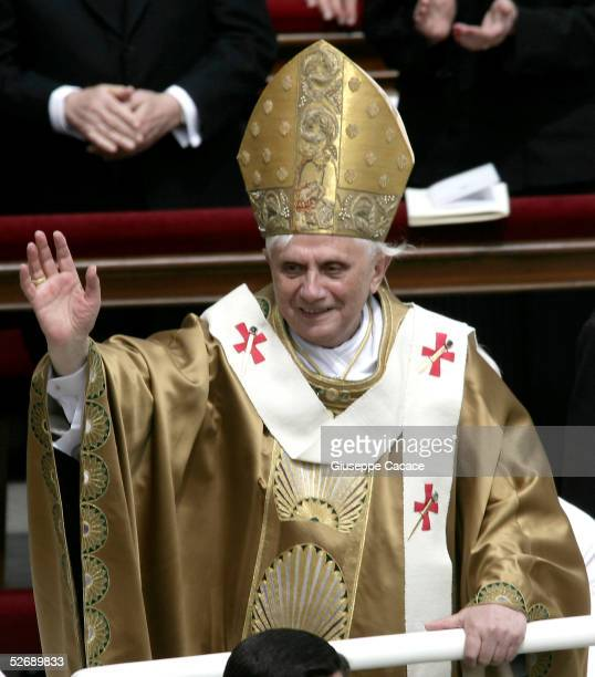 Pope Benedict XVI blesses pilgrims at the end of his inaugural mass in Saint Peter's Square on April 24 2005 in Vatican City Thousands of pilgrims...