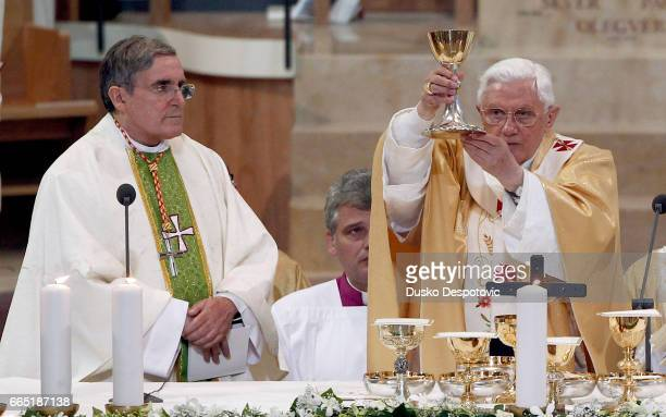 Pope Benedict XVI celebrates a mass to consagrate the Sagrada Familia Cathedral in Barcelona, northeastern Spain, 07 November 2010.during Pope's...