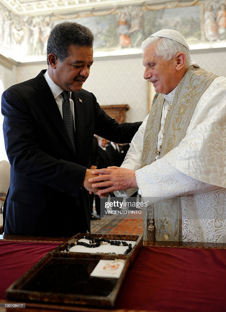 Pope Benedict XVI exchange gifts with Dominican Republic's President Leonel Fernandez (L) at the end of a private audience in the pontiff's private studio at the Vatican on May 21, 2010.