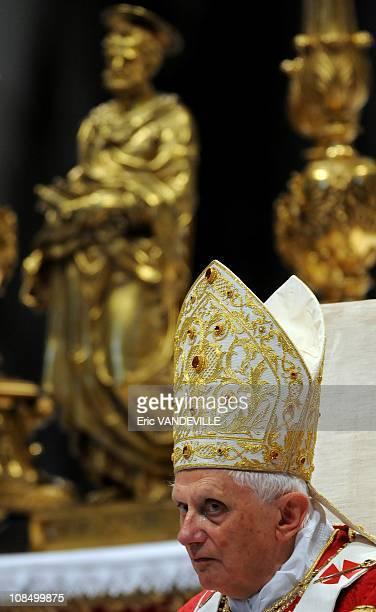 Pope Benedict XVI gave Pallium to french Archbishop Laurent UlrichPope Benedict XVI bestowed the pallium on 40 metropolitan archbishops from around...