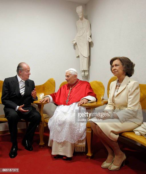 Pope Benedict XVI is greeting by Spanish King Juan Carlos and Queen Sofia prior to the mass for consagrate the Sagrada Familia Cathedral in...