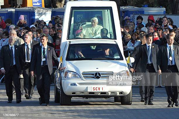 Pope Benedict XVI is surrounded by security staff while arriving on his popemobile to celebrate a mass in front of the Cathedral in Erfurt, eastern...