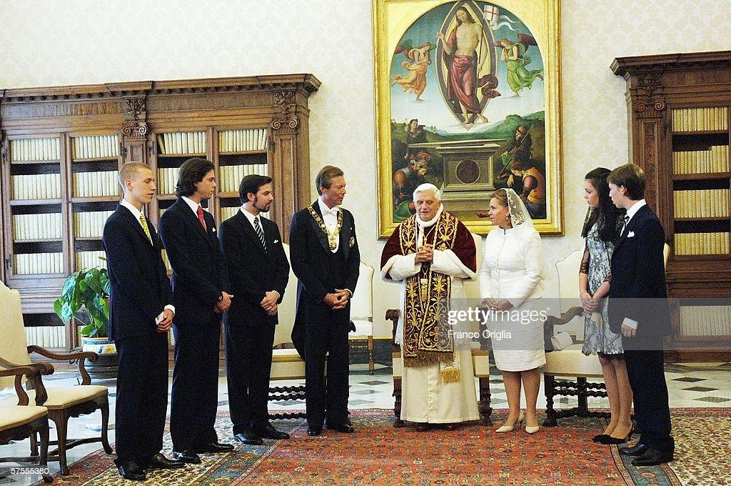 Pope Meets Henri and Maria Teresa Grandukes of Luxemburg : News Photo