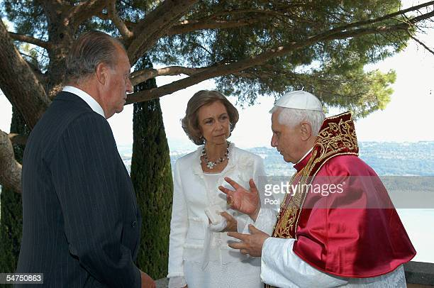 Pope Benedict XVI speaks with King Juan Carlos of Spain and Queen Sofia of Spain in Palazzo Apostolico Di Castel Gandolfo on September 5 2005 in...