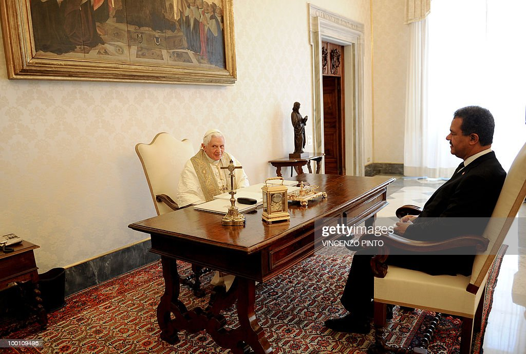Pope Benedict XVI talks with Dominican Republic President Leonel Fernandez (R) during a private audience in the pontiff's private studio at the Vatican on May 21, 2010.