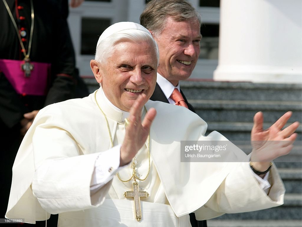 Pope BENEDIKT XVI, ( Josef RATZINGER ) at the meeting with the Federal President Horst KOEHLER (in the back) in front of the Villa Hammerschmidt during the World Youth Day ( WYD ) 2005.