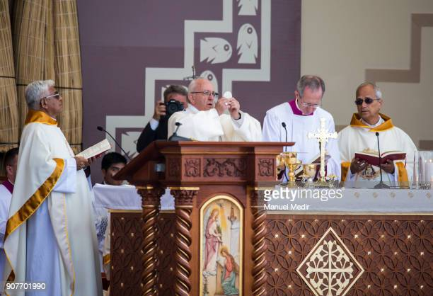 Pope Frances perfomrs a mass during his 4day apostolic visit to Peru on January 20 2018 in Huanchaco Peru
