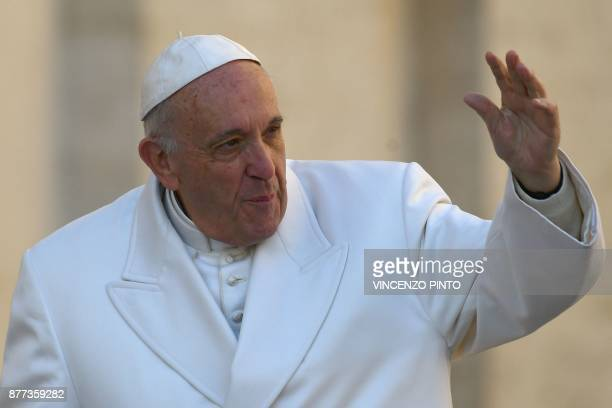 Pope Francis arrives for a weekly general audience at St Peter's square on November 22 2017 in Vatican / AFP PHOTO / Vincenzo PINTO