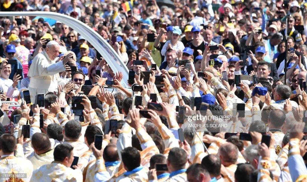 ROMANIA-VATICAN-RELIGION-POPE : News Photo
