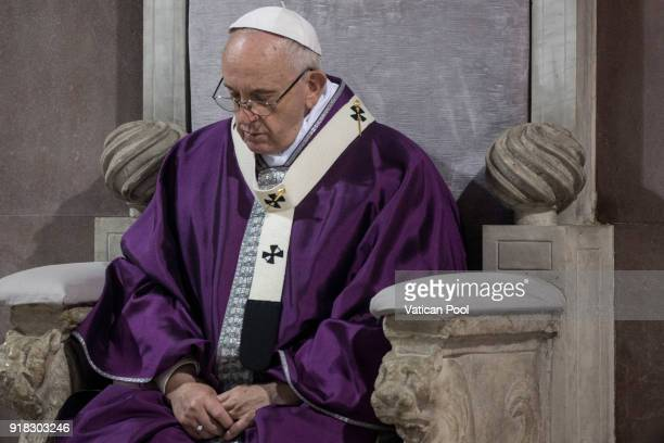 Pope Francis attends Ash Wednesday at the Santa Sabina Basilica on February 14 2018 in Rome Italy Pope Francis celebrated Ash Wednesday Mass in the...
