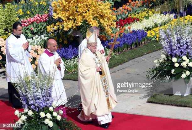 Pope Francis attends the Easter Mass at St Peter's Square on April 1 2018 in Vatican City Vatican After greeting the faithful and addressing an...
