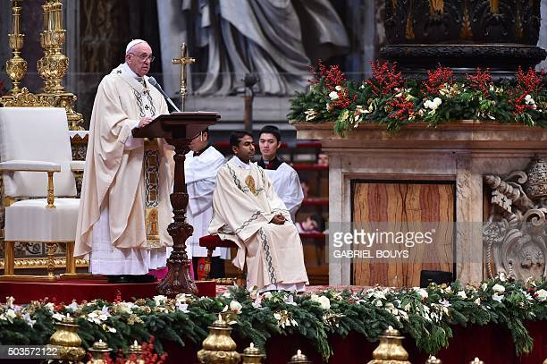 Pope Francis attends the Epiphany mass on January 6 2016 at St Peter's basilica in Vatican AFP PHOTO / GABRIEL BOUYS / AFP / GABRIEL BOUYS