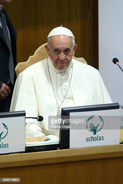 Pope Francis attends 'Un Muro o Un Ponte' Seminary held by Pope Francis at the Paul VI Hall on May 29 2016 in Vatican City Vatican