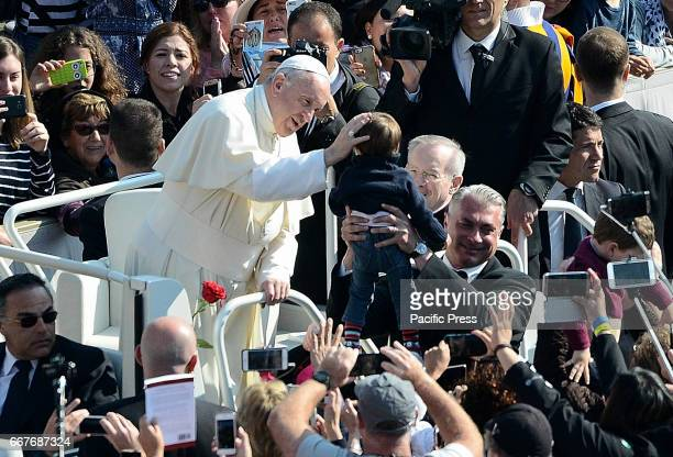 Pope Francis celebrated the Wednesday General Audience Thousands of faithful in St Peter's Square to attend and meet with Pope Francis