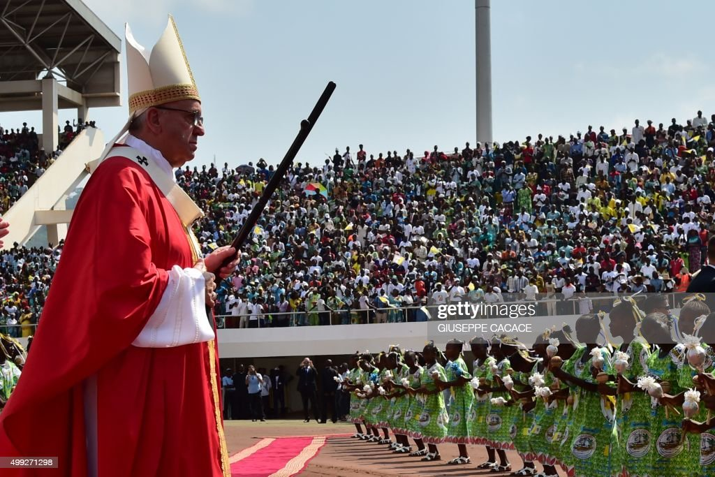 Pope Francis celebrates an open Mass at Bangui Stadium on November 30, 2015. Pope Francis arrived as 'a pilgrim of peace' in conflict-ridden Central African Republic on November 29, flying in from Uganda on what will be the most dangerous destination of his three-nation Africa tour. / AFP / GIUSEPPE