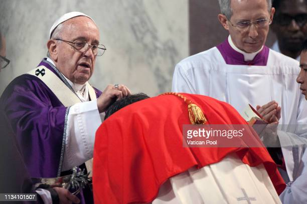 Pope Francis celebrates Ash Wednesday at the Santa Sabina Basilica on March 06 2019 in Rome Italy Pope Francis celebrated Ash Wednesday Mass in the...